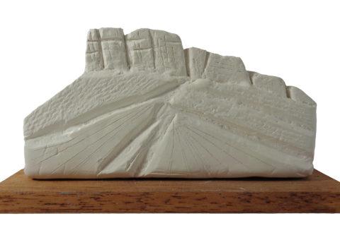 Bismantova bianca - scultura su dash 17x9x5,5 cm