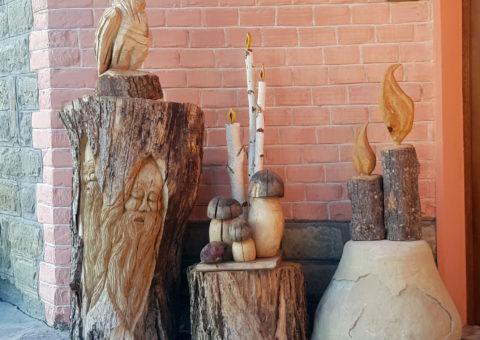 Composizione di gnomo, funghi, candele e gufo - Maro, Castelnovo ne' Monti (RE)