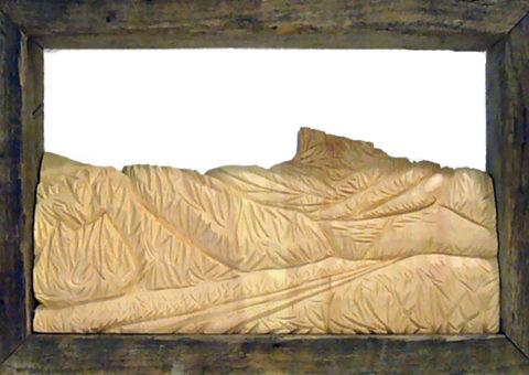 Felina -  altorilievo su pino cembro 40x25 cm